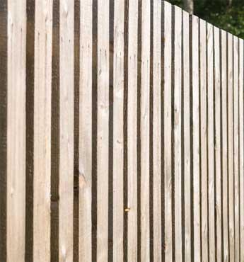 Barriere frangivento in legno per terrazzi e giardini